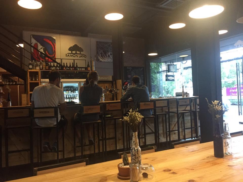 レイモンランドのビールバー