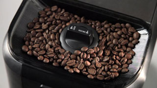 Built-in burr grinder for freshly ground beans everytime