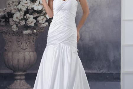 simple wedding dress with floor length court train strapless sleeveless country style wedding dresses