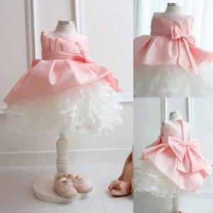 Vestido de dama de honra de criança branco com rosa