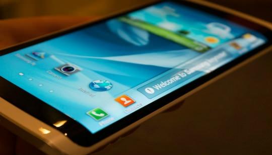 Samsung-Celular-con-Pantalla-Curva