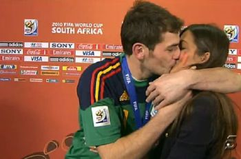 carbonero beso casillas