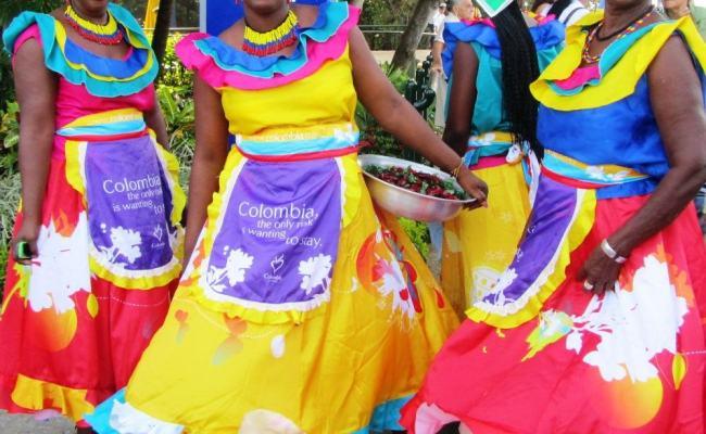 Colombians Enjoy Dancing In The Streets of Cartegena!