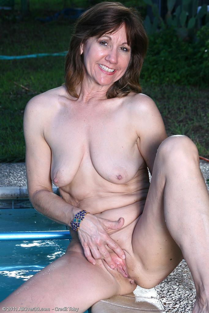 flat saggy tits