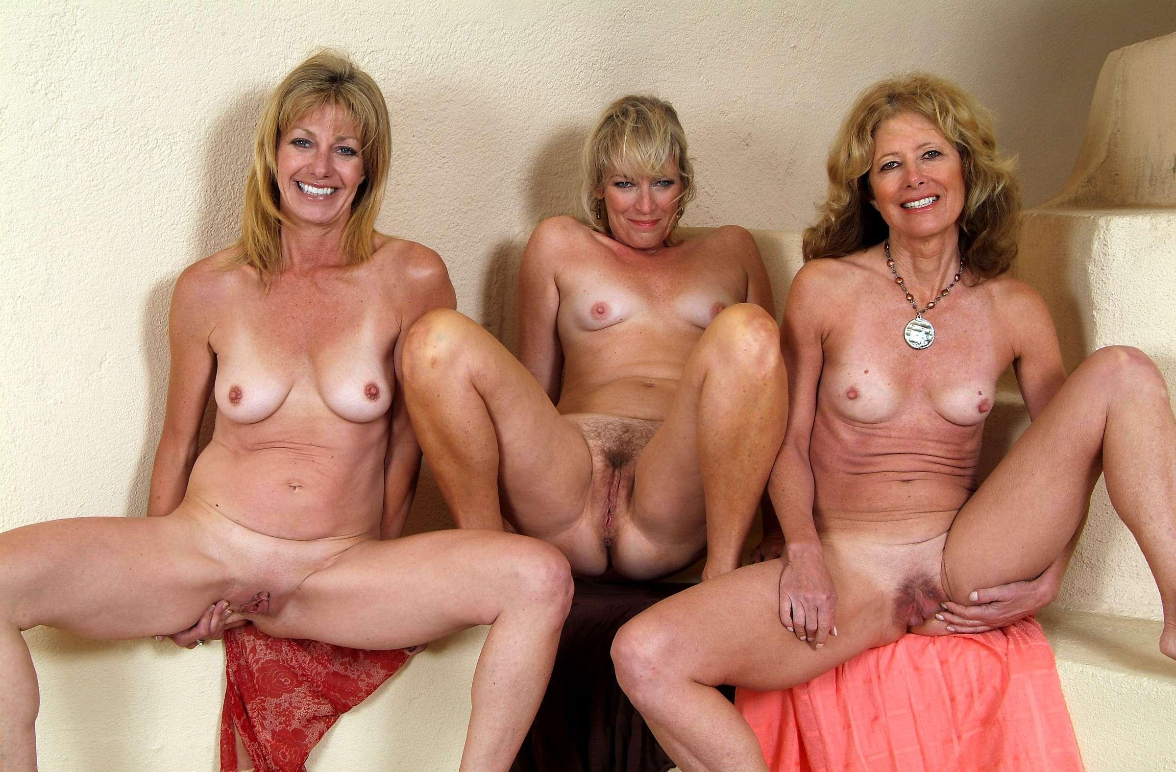 naked mom group pictures