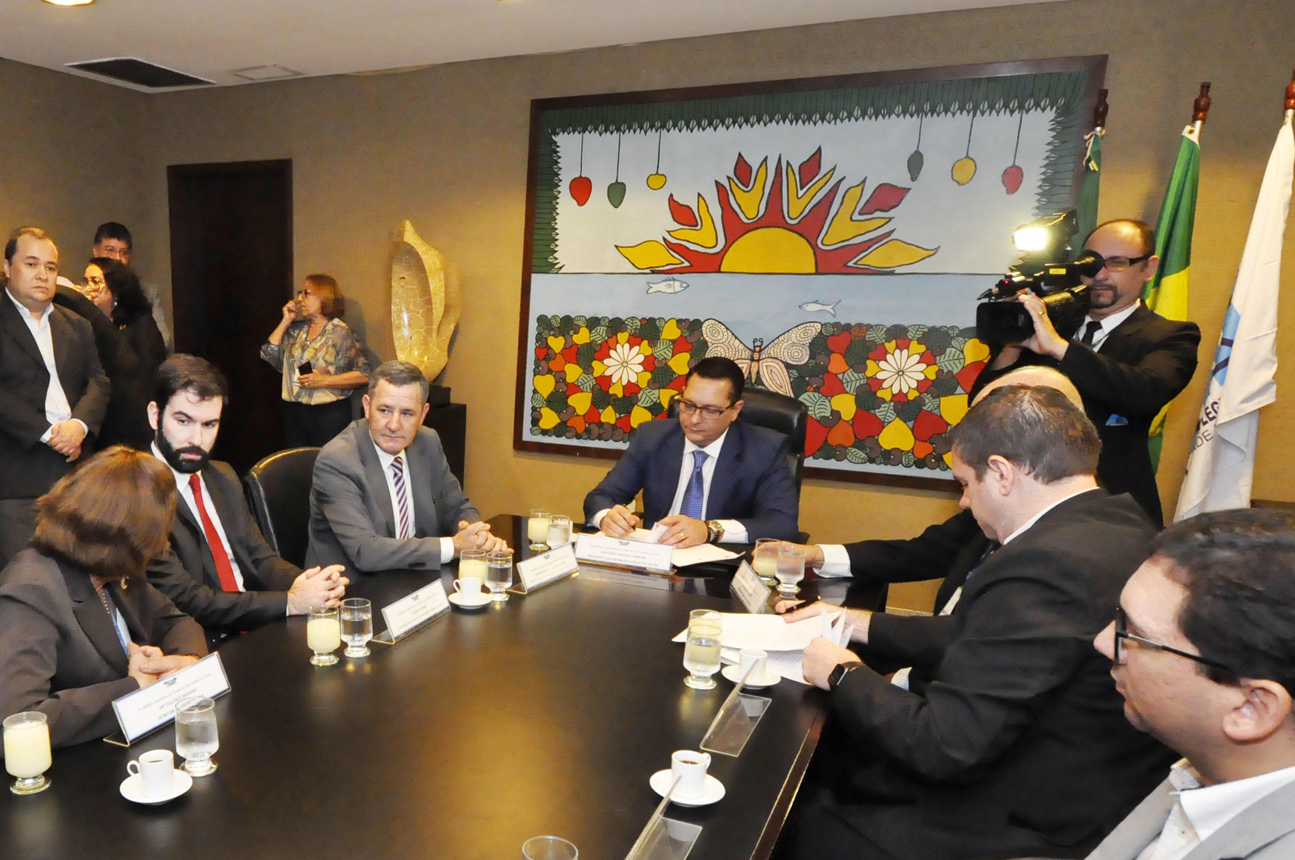 Presidente da Assembleia assina convênio com Universidade de Lisboa para mestrado e doutorado