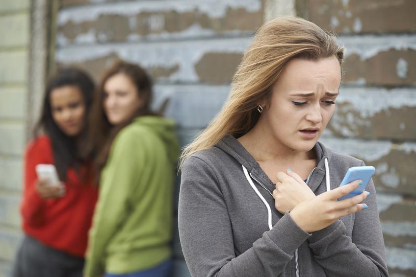 cybermobbing, sexting, gefahren des Internets, teenager