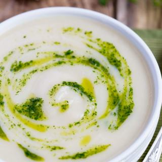 Roasted Garlic Cauliflower Soup with Truffle Oil recipe - light and tasty, 5 ingredients appetizer or lunch idea. Ready in 40 min.