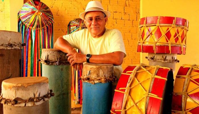 Papete entre os tambores que fizeram ele ser considerado um dos cinco melhores percussionistas do mundo
