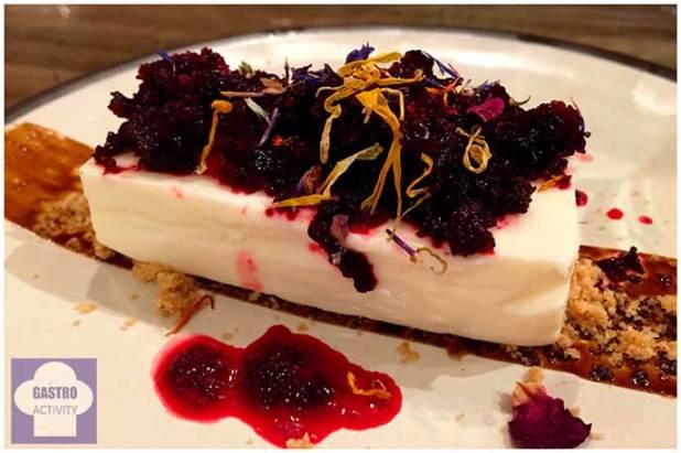 Tarta de queso con granizado de remolacha y regaliz La Tasqueria de Javi Estevez