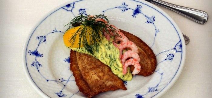Suveræn Smørrebrød: Pandestegt rødtunge, dildnaise og rejer