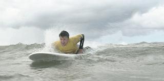 VIDEO: Gastromand i Cold Hawaii – surfer for en dag