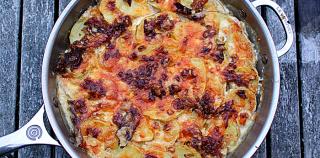 Fantastiske Flødekartofler med 2 slags ost og bacon