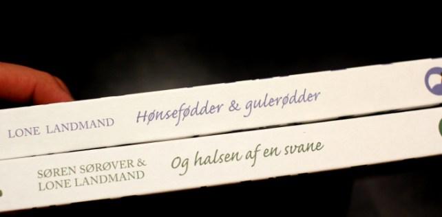 """GM Anmelder: Hønsefødder – Gulerødder """"Og Halsen Af En Svane"""""""