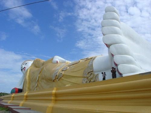 Buddha Statues: The Monywa Buddha