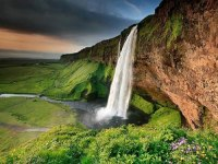 amazing-places-Seljalandsfoss-Waterfall