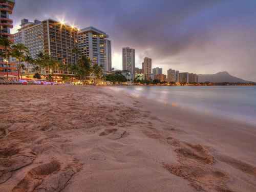 Best Family Vacation Spots: The Beach in Honolulu