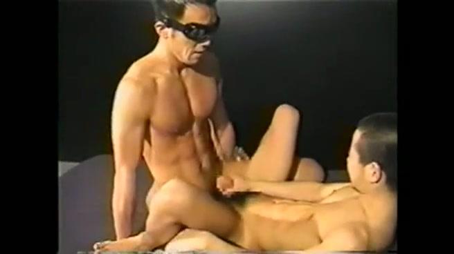 【ゲイ動画】筋肉マッチョのゴーグルマンセックスがエロくてすごすぎる!フル勃起でカチカチのペニスでウケの男子を掘るだけでなく、オラオラながらも感じさせるテクに注目!