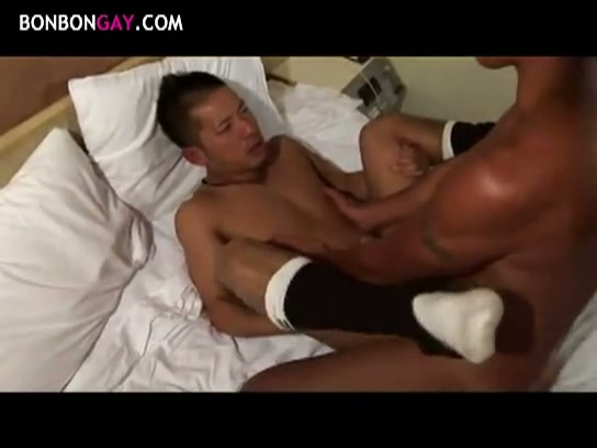 【ゲイ動画】筋肉系のイケメン男子たちがザーメン噴出しまくり!バキュームフェラで絞られたり、露出オナニーでフル勃起!鍛え上げた胸筋と乳首を愛撫されたり、アナルを…!