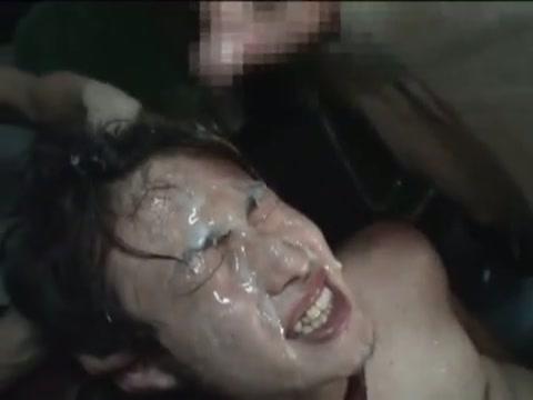 【ゲイ動画】まさかバスの中で輪姦レイプ!?スーツが似合う若いイケメンリーマンが路線バスの中で男たちに痴漢され、オラオラレイプに…!ガン掘りされて顔射たっぷり…!
