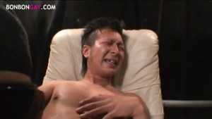 【ゲイ動画】筋肉系ボディとイケメン、さらに巨根でエロいとか反則級だよね…!手コキされただけであっさりとフル勃起、フェラやアナルバイブ挿入でアヘ顔まで晒しちゃって…!