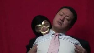 【ゲイ動画】中年リーマンがスーツのまま股間をいじられるのって相当エロイな!覆面男に後ろから股間だけでなく体中を愛撫され、見事なモッコリを披露し、アヘ顔も…!