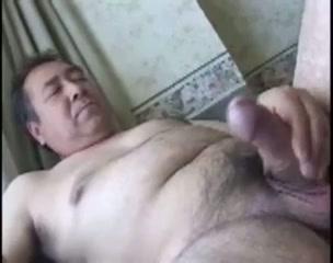 【ゲイ動画】オヤジだって性的に気持ちよくなりたいんだっ!ぽっちゃりオヤジたちのカラミ、フェラ、兜合わせ、そしてオナニー…包茎ペニスを夢中で勃起させてシコシコ!