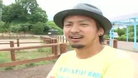 【ゲイ動画】ノンケのイケメンモデルともし、牧場デートをしたらこんな感じ!?エロインタビューを受ける彼と動物とのふれあいではしゃぐ様子が胸キュンしちゃう♪