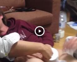 【Vine動画】ジャニーズ系のスリムイケメンのペニスはトイレットペーパーホルダー!w