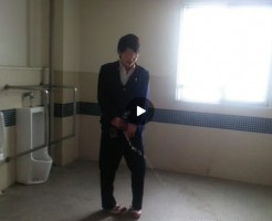【Vine動画】男子高校生が学校のトイレで放尿!おい、そこには便器がないんだけど…!?w
