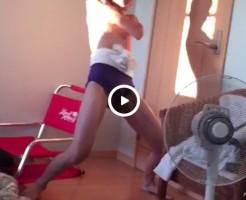 【Vine動画】スリム系の眼鏡男子がタマを見せながら、楽し○ごの一発ギャグを披露ww