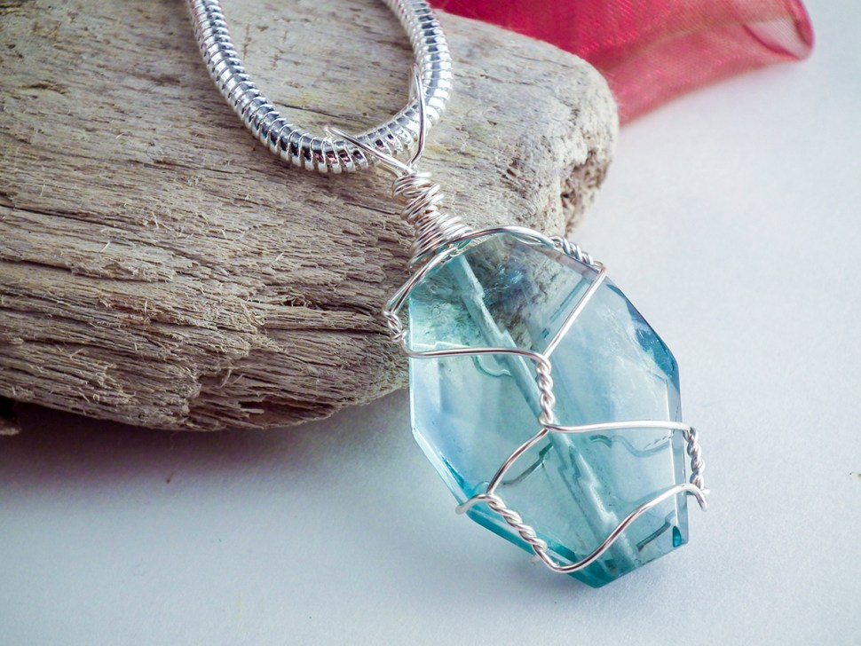Create a Simple and Elegant Wire-Wrapped Pendant
