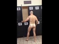 3 semanas atrás               Coroa sarado peladão no vestiário da academia - http://gaysamadores.com.br