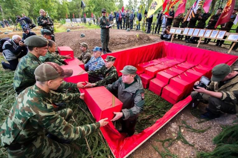 В Барятинском районе открыли  памятник погибшим воинам