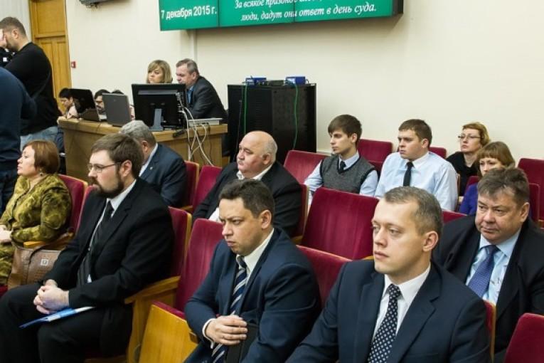 Анатолий Артамонов призвал  региональные  и муниципальные  власти к сокращению штатного состава подведомственных учреждений, а также бюджетных издержек на их содержание