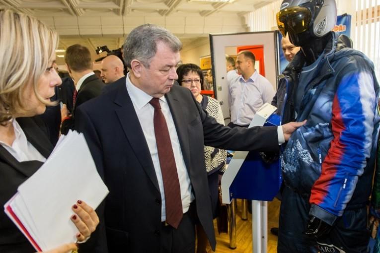 Анатолий Артамонов: «Развивая импортозамещение, необходимо производить ту продукцию, которая будет пользоваться спросом не только на внутреннем рынке, но и за рубежом»