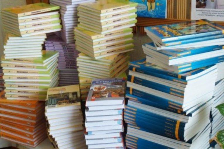 Число школьных учебников в России сократят до одной – двух линеек по каждому предмету