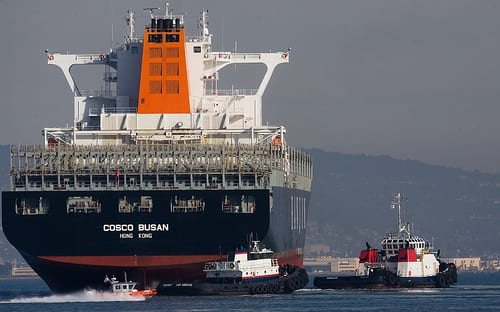 Cosc Busan Departure with Tugs by sfjim123