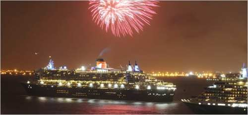 NYC Fireworks for the Cunard ships QE2, QM2 and Queen Victoria