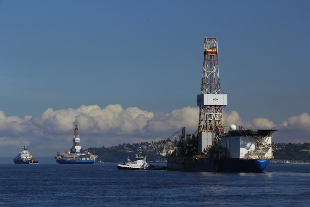 The Kulluk semi-submersible, left, towed by the Aiviq followed by the Noble drillship Discoverer depart Seattle for Alaska's north slope in June 2012. Photo: Vigor