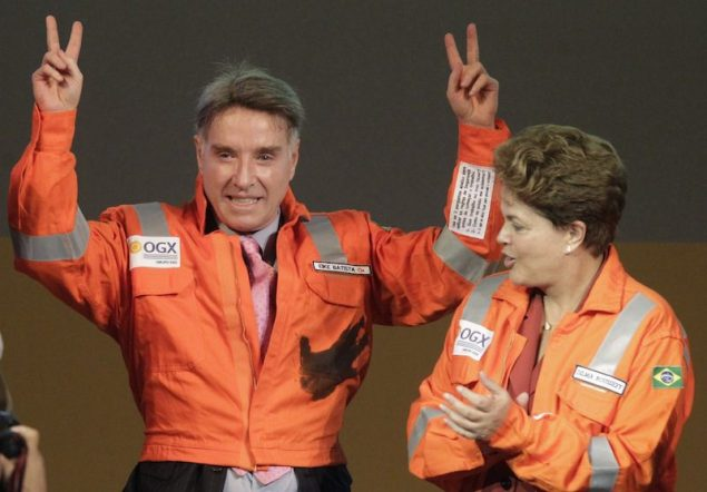 Brazilian billionaire Eike Batista (L), CEO of EBX Group, gestures next to Brazil's President Dilma Rousseff during a ceremony in celebration of the start of oil production of OGX, Batista's oil and gas company, at the Superport Industrial Complex of Acu in Sao Joao da Barra in Rio de Janeiro in this April 26, 2012 file photo. Debt-ridden Brazilian tycoon Batista is accelerating the breakup of his tottering energy, port and mining empire, ceding control to new investors as some of the companies he founded scramble for fresh capital. With cash holdings plunging and Batista's own fortune largely earmarked to guarantee Grupo EBX's estimated $11 billion in debt, the companies in his group face the choice of trimming capital spending or reducing their size to stay afloat. REUTERS/Ricardo Moraes/Files (BRAZIL - Tags: ENERGY POLITICS BUSINESS)