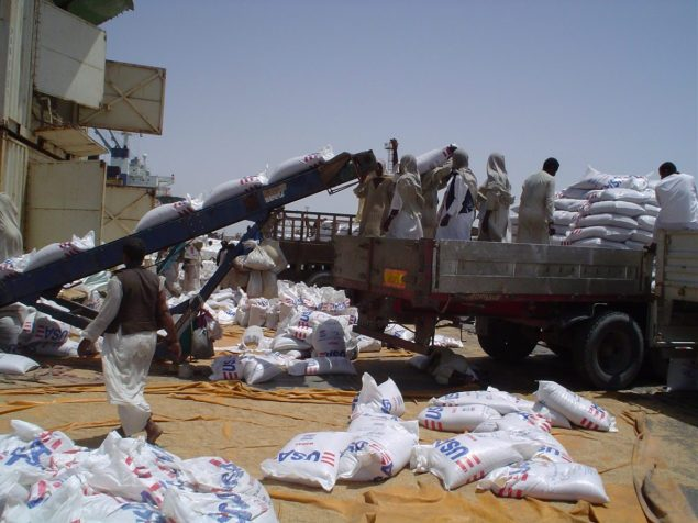 Offloading USAID wheat at Port Sudan. Photo: Wikimedia Commons