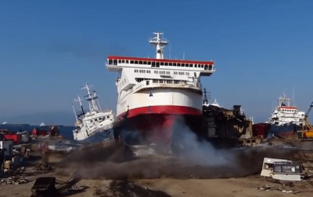 Turkey Aliaga Ship demolishing yard