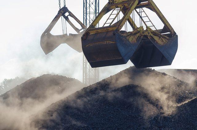 crane iron ore dry bulk port