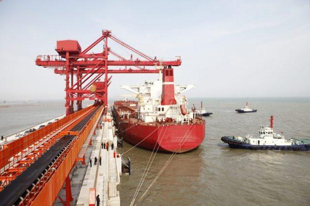 tugs capesize bulk carrier iron ore terminal dry bulk