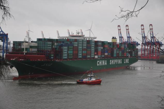 CSCL Globe arrives at the Port of Hamburg assisted by KOTUG tugs, January 13, 2015. Photo courtesy KOTUG International via Facebook