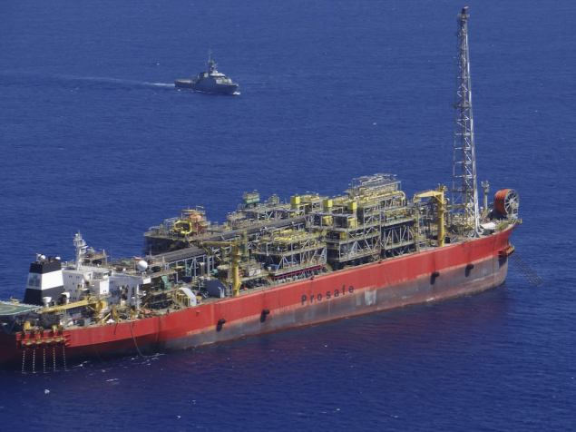 The Cidade de Sao Mateus, a floating production, storage and offloading (FPSO) ship that was contracted to Petrobras is pictured in Sao Mateus in Espirito Santo state in this February 12, 2015 handout picture provided by the Brazilian Navy. REUTERS/Brazilian Navy/Handout via Reuters