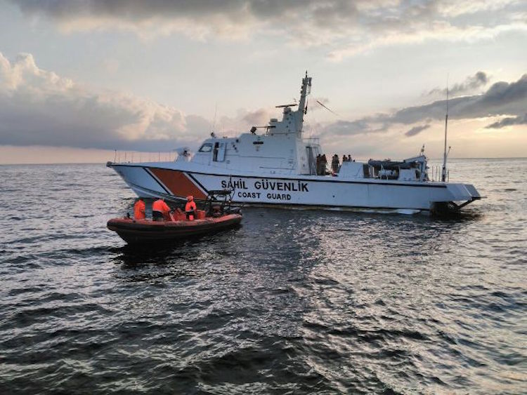 Search and rescue following the collision near Riva. Photo: General Directorate of Coast Safety