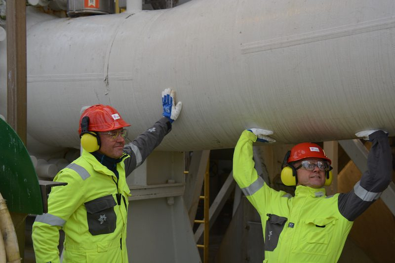 EEA and EU affairs minister, Vidar Helgesen (right), with senior vice president for operations west, at the Troll A platform's gas export pipeline. 30% of Norway's total gas export to Europe travels through this pipe to the gas processing terminal at Kollsnes. Photo: Statoil