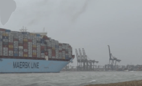 Raw Video: Triple-E Maersk Mc-Kinney Moller Arrives in Gale Force Winds